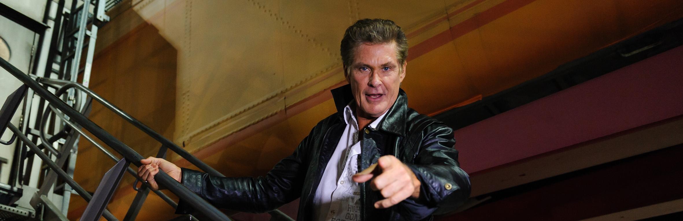 Auszug David Hasselhoff steigt ins Flugzeug Promi Big Brother 2013