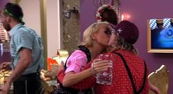 Promi Big Brother 2013 - Küsse zwischen Jenny und Martin