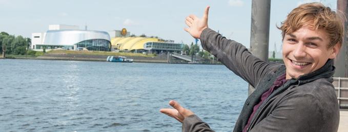 Das Wunder von Bern Helmut Rahn Musical Hamburg Dominik Hees Hamburger Hafen