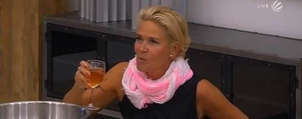 Claudia Effenberg runter Promi Big Brother 2014 Tag 2