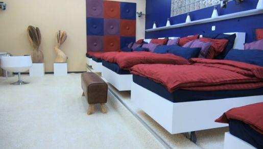 Promi Big Brother -  Das Schlafzimmer mit Deko und Betten