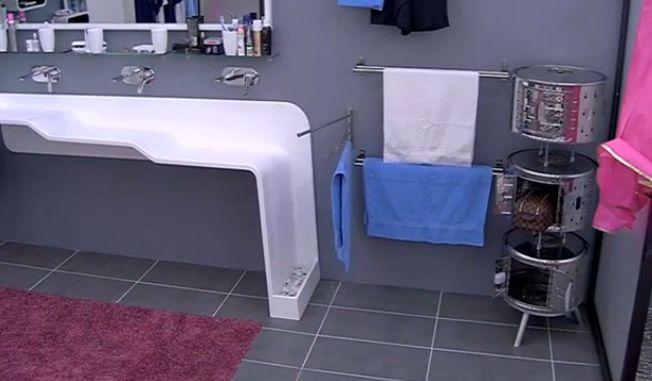 Mia duscht - Paul duscht - Ronald duscht