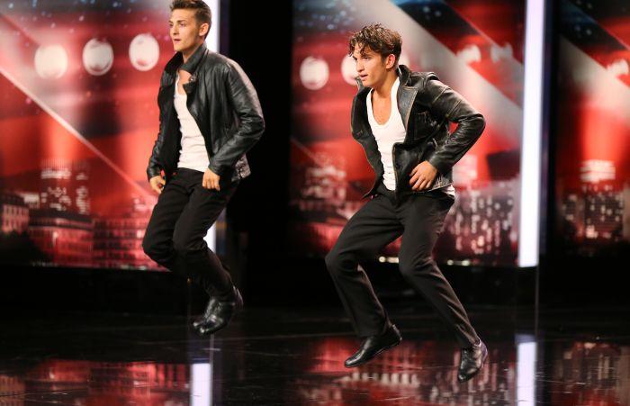 Das Supertalent - Siebte Show - Kevin Muhadzeri (17, r.) und sein Bruder Daniel (19) - Tänzer aus Weikendorf.
