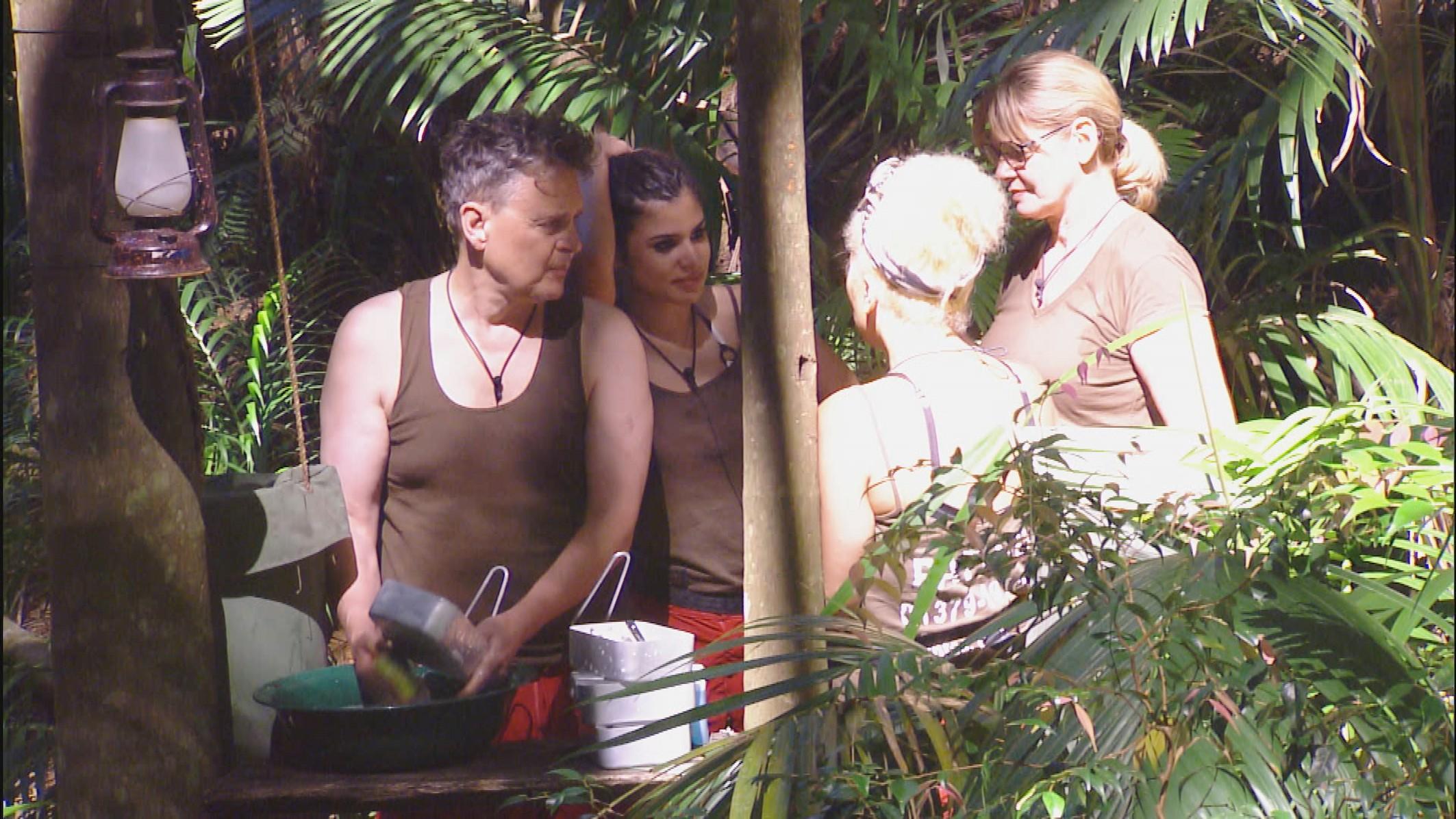 Dschungelcamp-2015-Folge-3-vom-18.01.2015-Walter-Freiwald-Laestereien-RTL-IBES-Ich-bin-ein-Star-Holt-mich-hier-raus