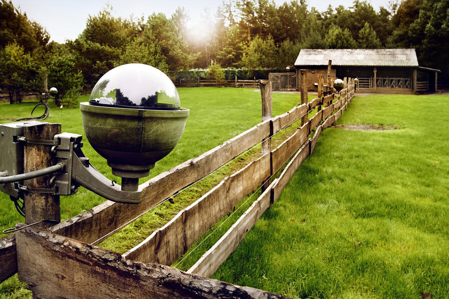 Newtopia-Gelaende-Kamera-Zaun-Sat1-Reality