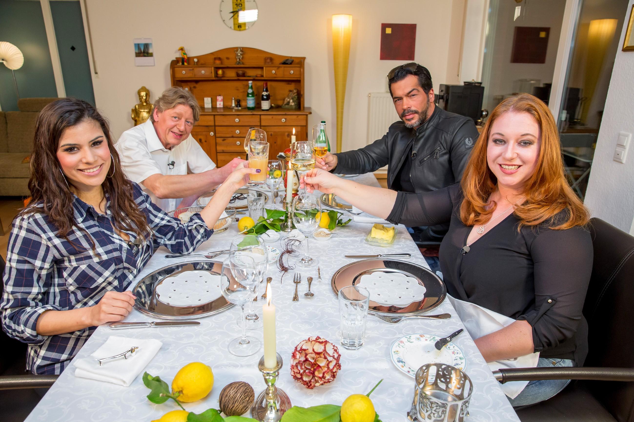 Das perfekte Promi Dinner - Dschungel-Spezial VOX-Dschungel-Spezial-IBES-29.03.2015-Aurelio-Savina-Tanja-Tischewitsch-Tisch