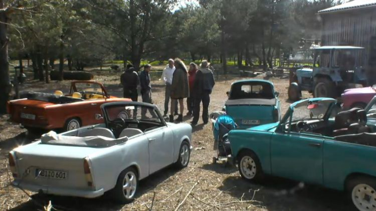 Newtopia Gelaende als Parkplatz fuer die Trabis