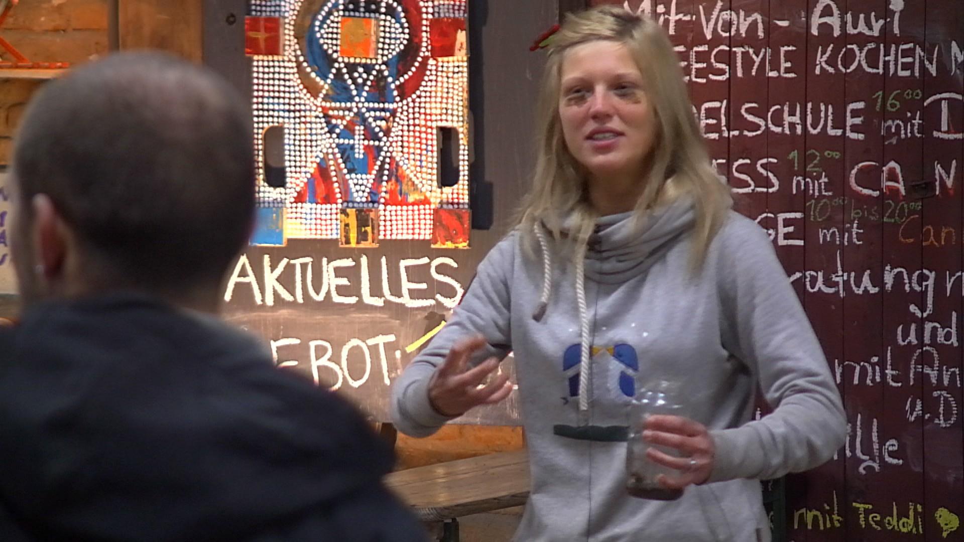 Newtopia Karolina raus Auszug Folge 34 Episode 10.04.2015 - Kopie
