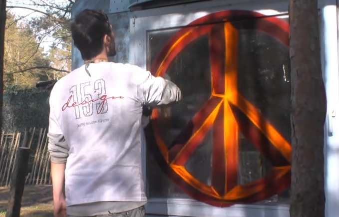 Newtopia Peace Flower Power Bauwagen