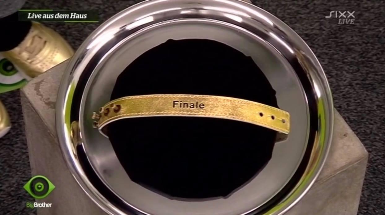 Goldenes Finalarmband