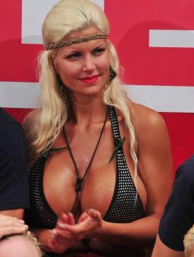 Sophia folgt dem Geschehen - Foto: RTL / Stefan Menne