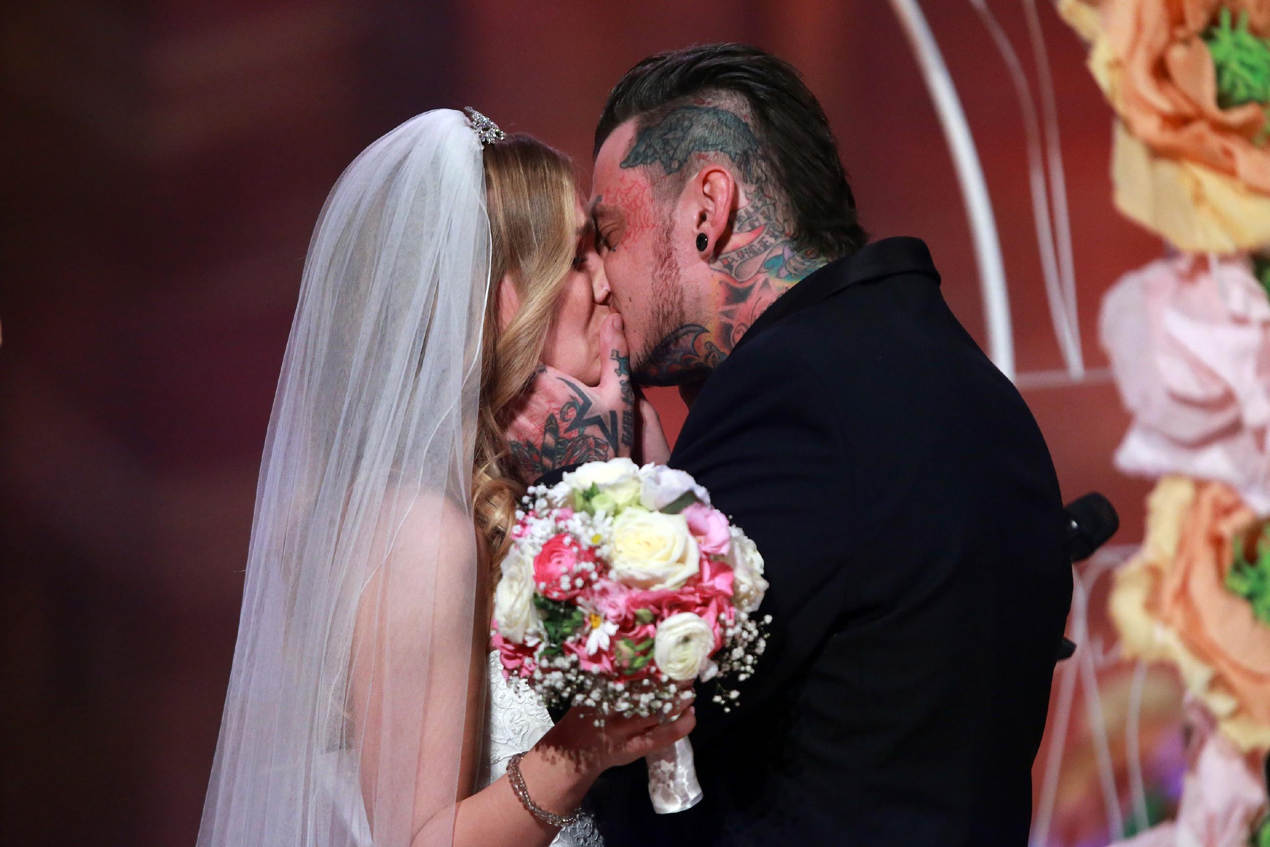 Sandra Berger und ihr Verlobter Victor Foto: RTL / Stefan Gregorowius