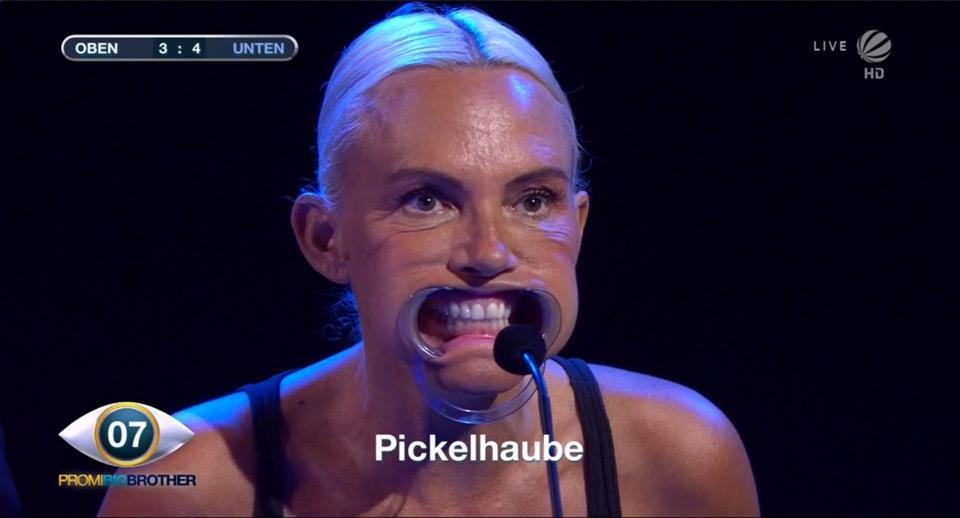 Natascha Ochsenknecht Wangenspreizer