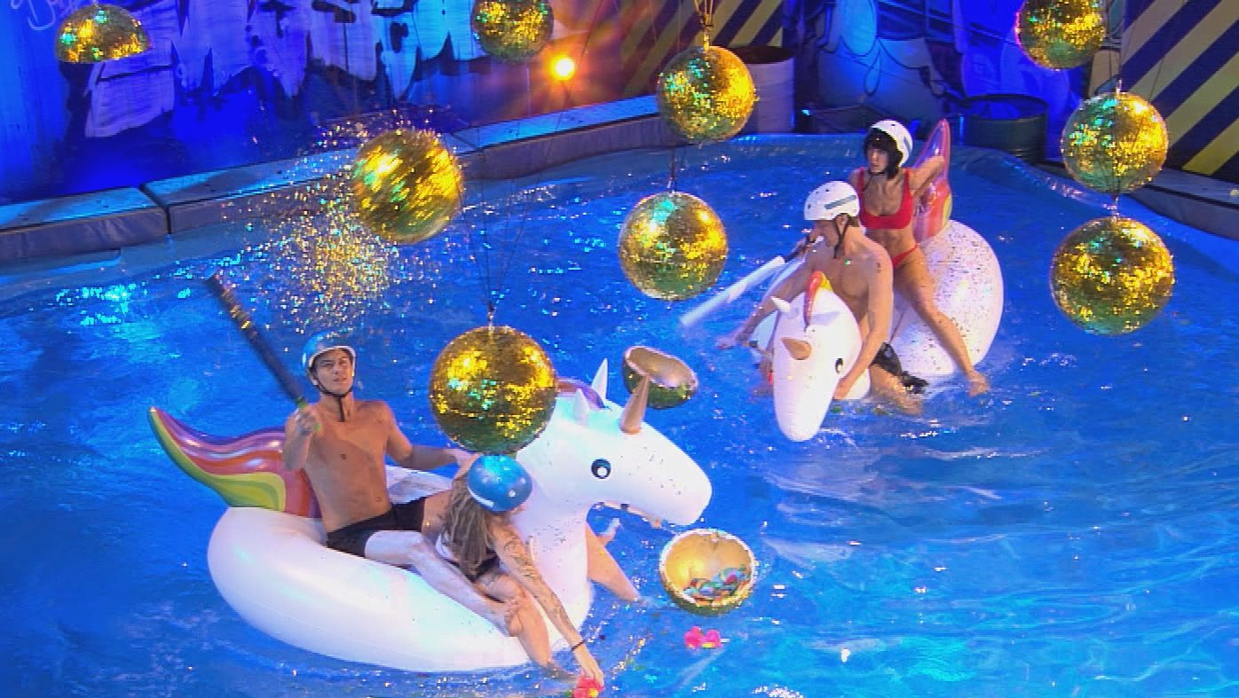 Promi Big Brother 2017 Duell Einhorn Pool 19.08.2017