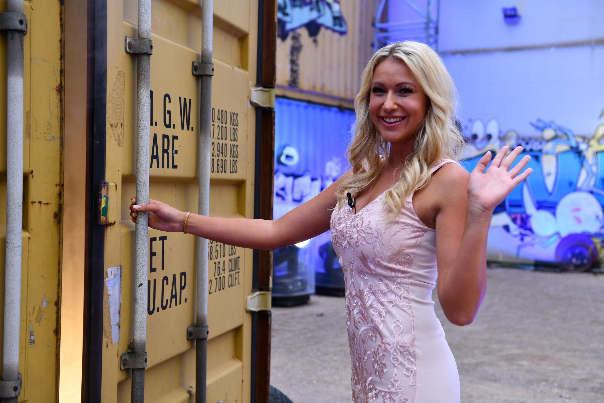 Promi Big Brother 2018 Einzug Chethrin Schulze