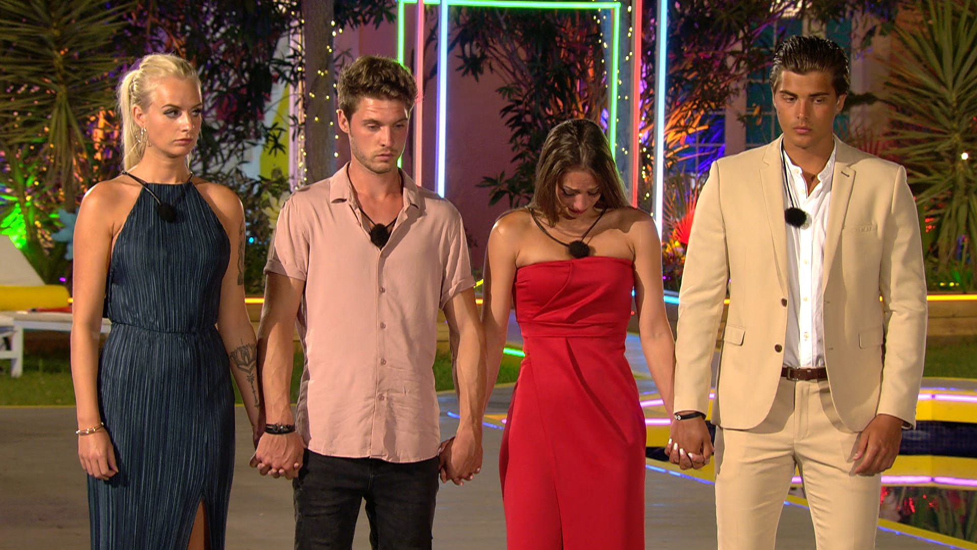 Anna, Marc, Melina und Tim müssen entscheiden, wer die Villa verlassen muss.