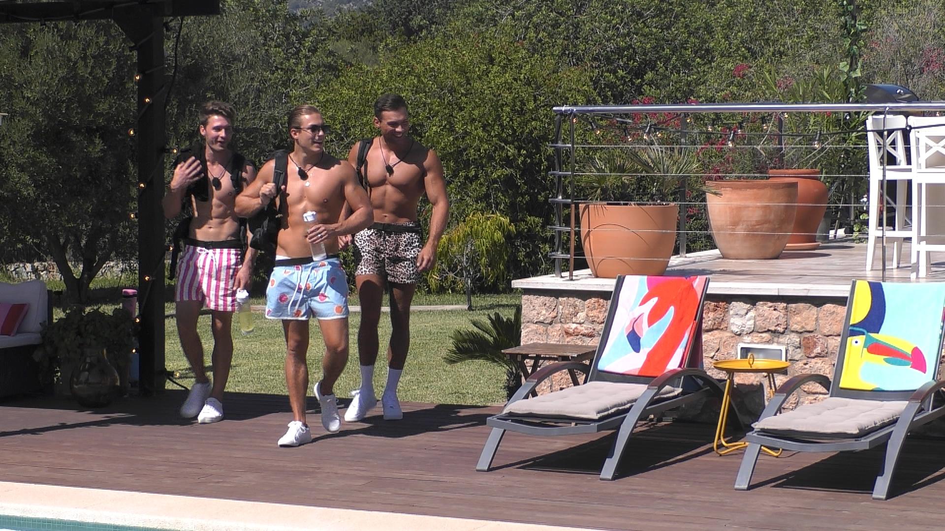 Josua, Henrik und Marc beziehen ins neues Zuhause.